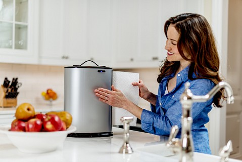 Automatický zásobník na kuchyňské papírové utěrky