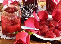 Z vázy rovnou na talíř: Které jedlé květy byste rozhodně měli ochutnat?