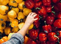 1 + 1 zdarma je laciný trik obchodníků. Jak správně nakupovat, abyste nemuseli vyhazovat jídlo?
