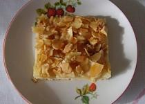 Jablkový koláč s mandlovými kousky