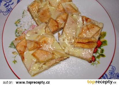 Jablkový koláč s mléčným krémem