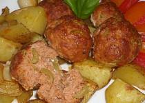 Masové koule s paprikou a bramborovo-zeleninovou  přílohou z jednoho plechu