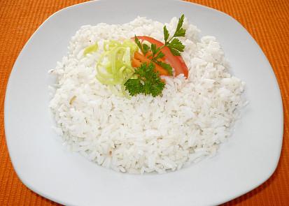32 dkg rýže a 5 dl vody,1 lžíce oleje,cubulka s hřebíčkem