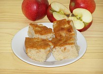 Jablečný koláč s koňakem (popř. rumem)