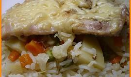 Kuřecí plátky na rýži a zelenině v římském hrnci
