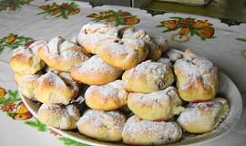 Šátečky z kynutého těsta s malinovou marmeládou