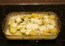 Zapečené brambory s brokolicí,smetanou a sýrem