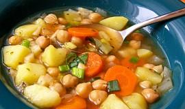 Zeleninová polévka s cizrnou