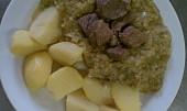Hovězí dušené v česnekové kapustě