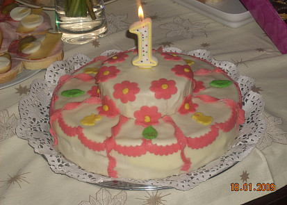 Marcipán lze použít na dort