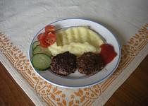 Mleté steaky s vejcem