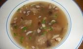 Polévka z tvrdého chleba s houbami