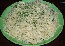 Špagety s česnekovou omáčkou