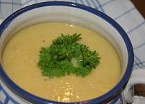 Chřestová polévka s kukuřicí