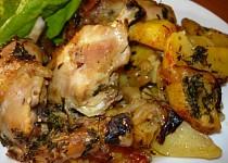 Kuře pečené s bramborem