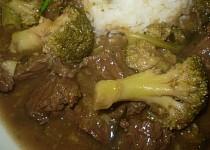Maso s brokolicí
