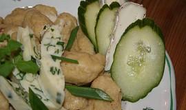 Polentové noky s hermelínem a česnekovo-bylinkovým máslem