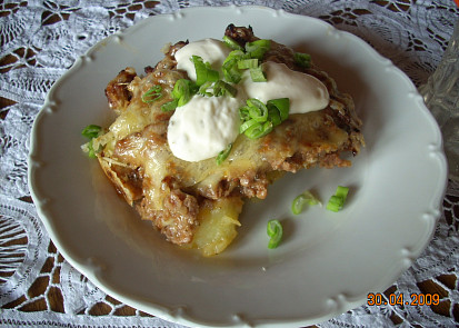 Zapečené brambory s mletým masem a sýrem