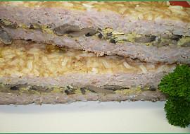 Zapékané mleté maso s rýží a houbovou smaženicí