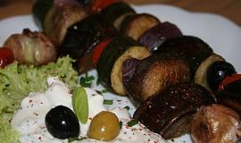 Zeleninový kebab se sýrovým dipem