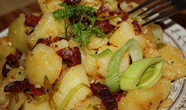 Bramborový salát se slaninou