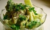 Brokolicový salát s kuřecím masem
