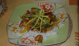 Čínský kuřecí salát s pikantní omáčkou