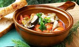 Houbový guláš s paprikou a rajčaty