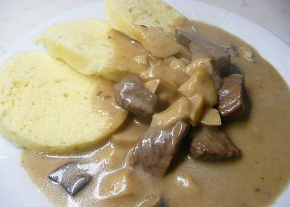 Hovězí maso na smetaně s houbami