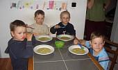Květákovo-brokolicová polévka s rybičkama