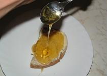 Med z černého bezu a lípy