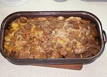 Zapečené brambory s hovězím ve vlastní šťávě