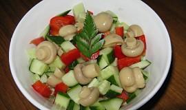 Okurkový salát s houbami