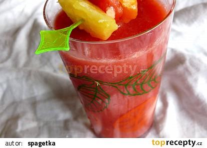 Ovocný ledový nápoj