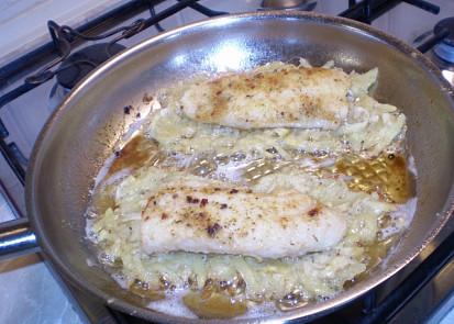 Vrstva brambor pod rybou