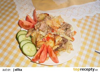 Pečené brambory s vepřovým masem a moravankou
