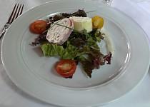 Šunkovo-sýrová roláda s ovocem