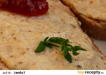 česneková pomazánka s tymiánem a brusinkami