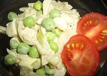 Cibulový salát s hráškem
