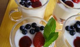 Jogurtový pohár s jahodami