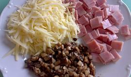 Karbanátky se šunkou, houbami a sýrem