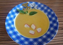 Krémová mrkvová polévka s krabím masem