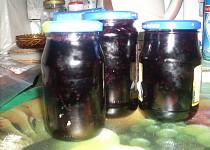 Nevařená marmeláda z černého rybízu