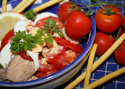 Rajčatový salát s tuňákem