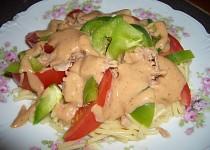 Těstovinový salát s paprikou a tuňákem