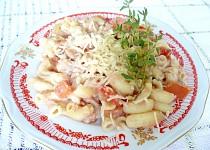 Těstoviny s paštikou a rajčaty
