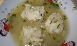Cukínová polévka se sýrovými knedlíčky