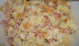 Houskovo-bramborový knedlík se salámem
