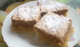 Jablkový koláč s ořechovým piškotem