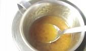 Křehký broskvový koláč